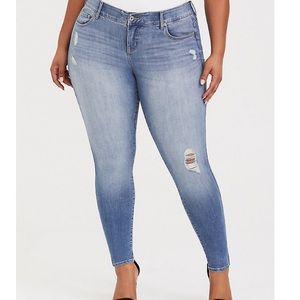 Torrid NWOT bombshell skinny jeans